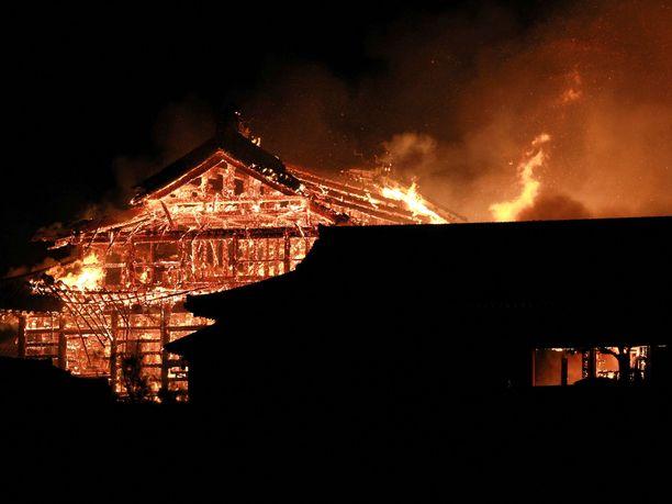 Shurin linna tuhoutui varhain torstaina alkaneessa tulipalossa.