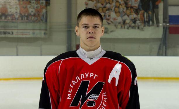 Metallurg Novokuznetskin juniorijoukkueen kapteeni Aleksandr Orehov, 16, menehtyi kiekon osumasta saamiinsa vammoihin.