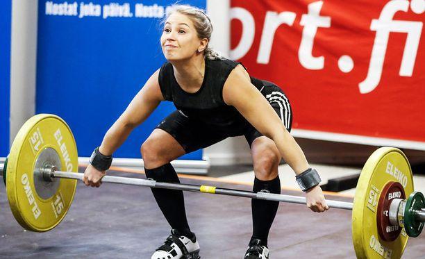 Sonja Haapaniemi teki EM-kisoissa yhteistuloksen 137 kiloa.