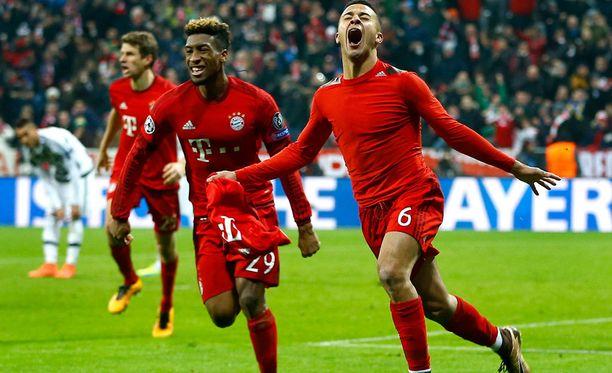Bayernin Thiago juhlii voittomaaliaan.