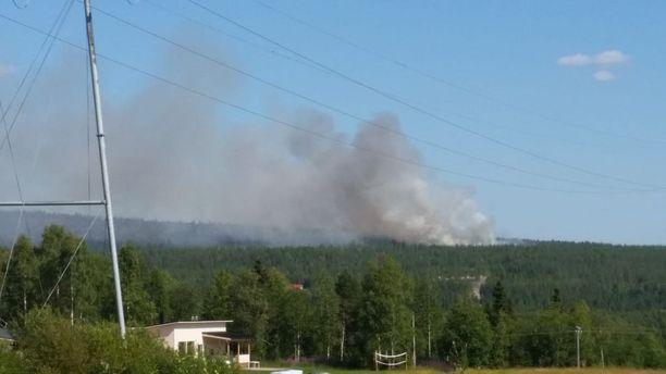 Metsäpalo roihahti nyt myös Rovaniemen Santavaarassa.