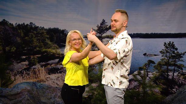 Bettina ja Arto opettavat jälleen paritansseja AlfaTV:ssä.