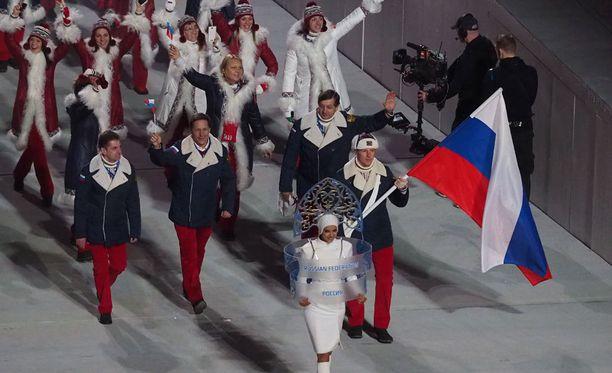 Venäjän olympiajoukkue Sotshin kisojen avajaisissa.