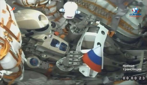 Skybot F-850 nimeltään Fedor istutettiin kuljettajan paikalle Soyuz-alukseen Venäjän lippu kädessään ja laukaistiin avaruuteen torstaina Kazakstanista.