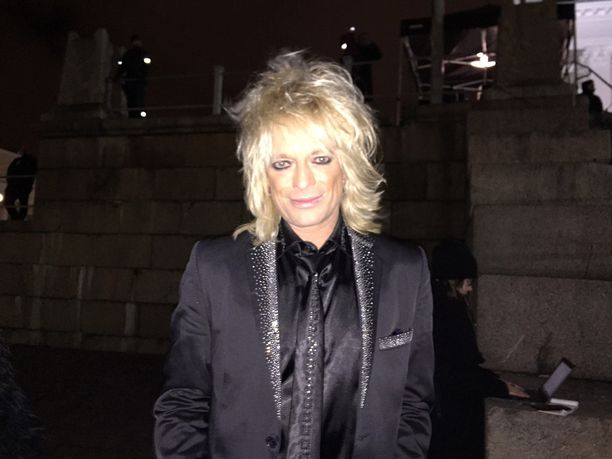 Michael Monroe saapui seuraamaan Saara Aallon esiintymistä Helsinkiin.