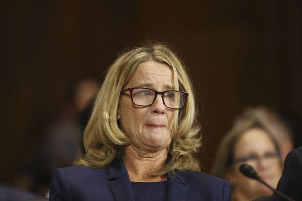 Palo Alton yliopiston professori Christine Blasey Ford kertoi julkisesti, mitä hänen mukaansa tapahtui 80-luvun alussa hänen ollessaan 15-vuotias ja Kavanaugh'n 17-vuotias. Nyt asia on FBI:n tutkittavana.