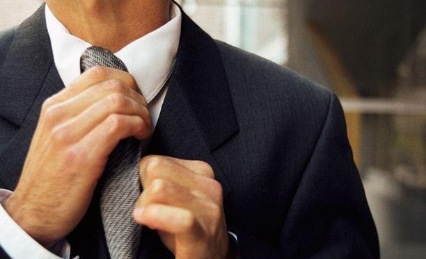 Palkka kasvaa työn vaativuuden mukaan, joten korkeita tuloja tavoitteleva pyrkii urallaan eteenpäin.