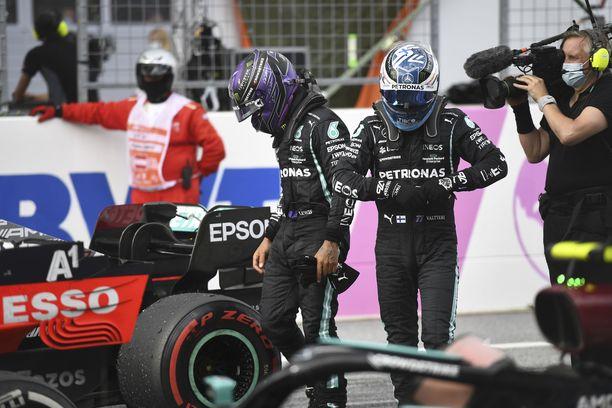 Lewis Hamilton ja Valtteri Bottas olivat voimattomia Max Verstappenin edessä.
