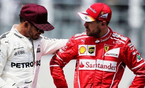 Vielä kesäkuussa Lewis Hamilton ja Sebastian Vettel olivat näin läheisissä väleissä.