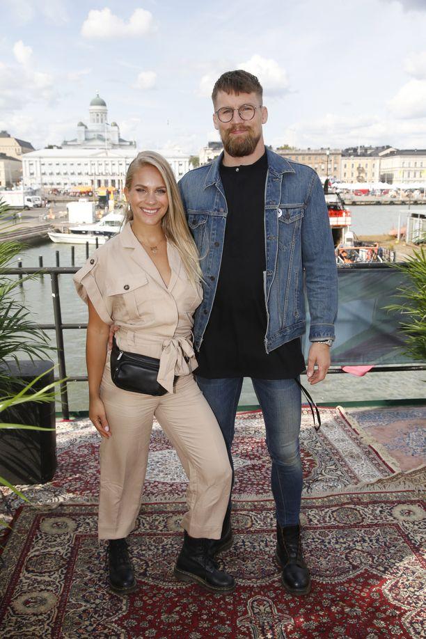 Eevi Teittinen on kotiutunut rakkaansa Teemu Packalénin kotikaupunkiin hyvin.