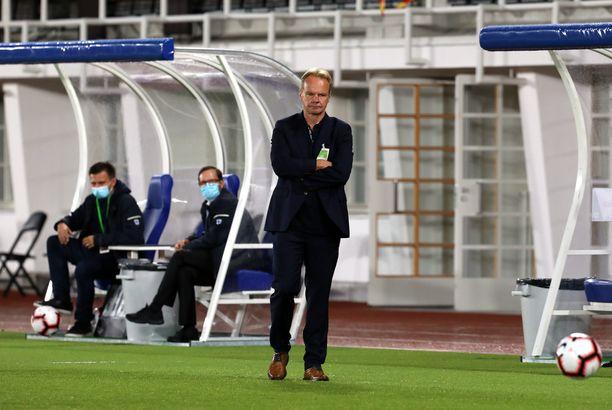 Pikkuhuuhkajien päävalmentaja Juha Malinen ei voi olla tyytyväinen ensimmäisen puoliskon suorituksiin.