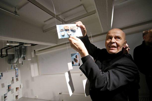 Tammikuussa 2014 Jouko Turkan haastatteleminen on mahdotonta, mutta hänen taidenäyttelynsä puhui omaa neron kieltään.