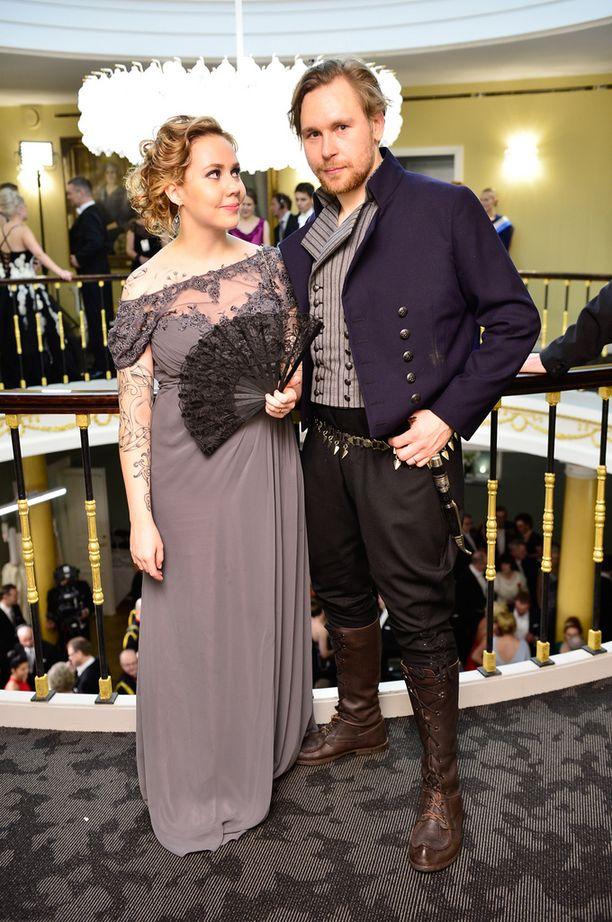 Valtteri Lindholm puolisonsa kanssa.