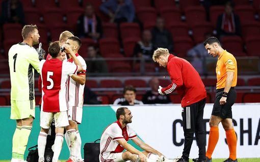 Pelottava tilanne: Ajaxin tähtipelaaja lyyhistyi yhtäkkiä kentälle kesken ottelun