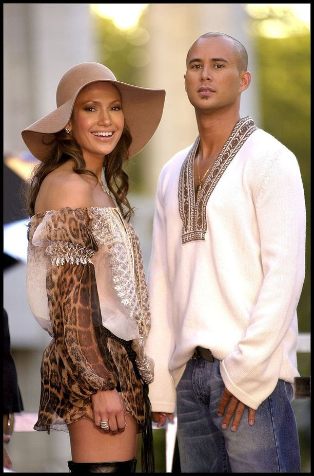 Jennifer Lopezilla on useampi lyhyt suhde takana. Kuvassa hän hymyilee taustatanssija Chris Juddin kanssa, jonka kanssa liitto jäi myös varsin lyhyeksi.