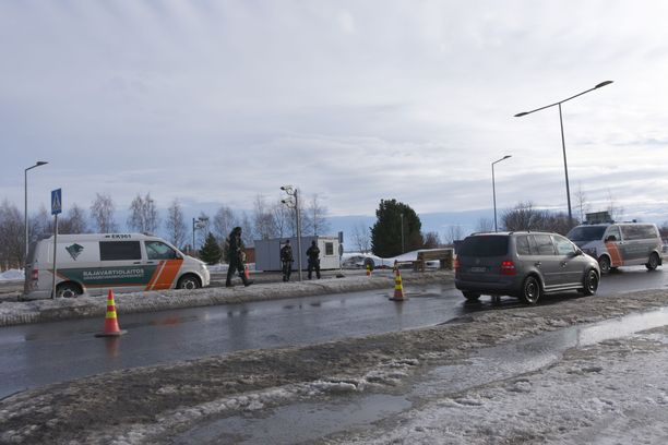 Rajavalvonta otettiin käyttöön keväällä Ruotsin rajalla koronaviruksen leviämisen estämiseksi.