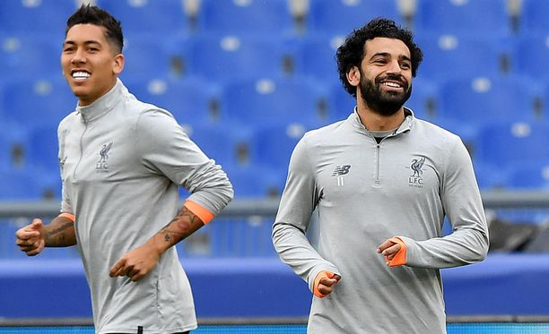 Liverpool-tähdet Mo Salah (oik.) ja Roberto Firmino verryttelivät Stadio Olimpicolla tiistaina.