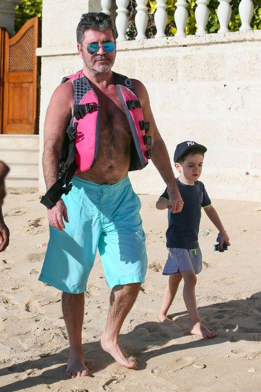 Vuonna 2009 Cowell kertoi julkisuudessa, ettei halua koskaan lapsia. Mieli muuttui kuitenkin Ericin synnyttyä. Simon viettää paljon aikaa poikansa kanssa.