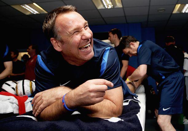 Peliriippuvuudestaan huolimatta Paul Merson hoitaa työvelvoitteensa jalkapalloasiantuntijana.