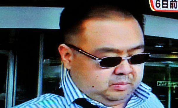 Indonesiassa kaksi Pohjois-Korean johtajan Kim Jong-unin velipuolen Kim Jong-namin (kuvassa) murhasta syytettyä naista tuodaan tänään oikeuden eteen.