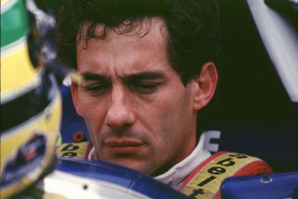 Ayrton Senna harkitsi kisaa edeltävänä iltana San Marinon GP:n väliin jättmäistä, kun itävaltalainen Roland Ratzenberger menehtyi lauantaisissa aika-ajoissa.