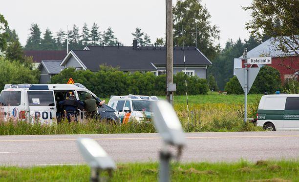 Miehet otettiin kiinni rikoksesta epäiltyinä Virolahdella sijaitsevasta asunnosta. Kuvituskuva.