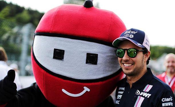 Sergio Pérez oli yhtä hymyä torstaina: GP-ura jatkuu uudessa Racing Point Force India -tallissa.