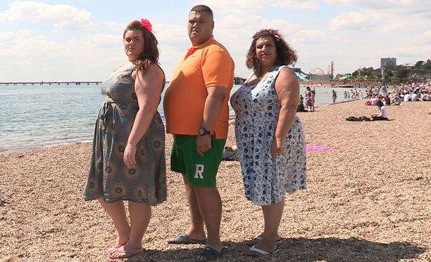 Gemma, Colin ja Helen testaavat, millaisia reaktioita heidän kokonsa saa aikaan.