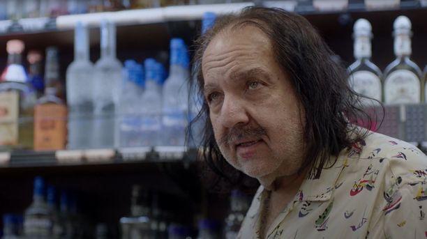 Poliisi teki kotietsinnän ex-pornotähti Ron Jeremyn asuntoon.