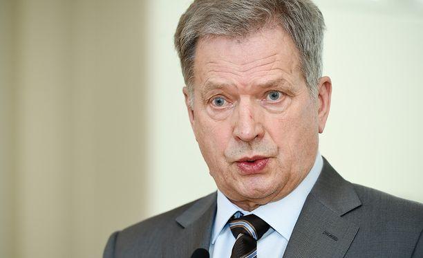 - Sotilaallisen avun puolella täytyy muistaa, että Viro kuuluu Natoon ja nauttii tälläkin hetkellä Naton suojasta, presidentti Niinistö muistutti.