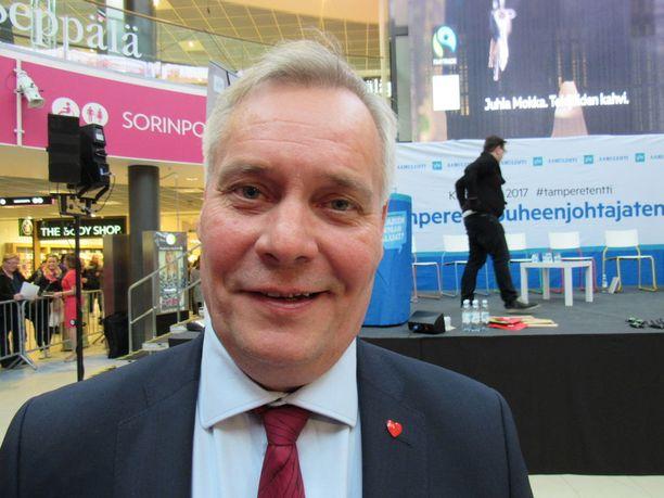 - Olen kiinnostunut pääministerin salkusta eduskuntavaalien jälkeen 2019, mutta nyt tavoite on olla kunnissa ykköspuolue, Antti Rinne sanoi, eikä halunnut nimetä päävastustajaa. Hän kertoi asuneensa Tampereella vuosina 1982-83 ja työskennelleensä näyttelijälegenda Veikko Sinisalon autonkuljettajana.
