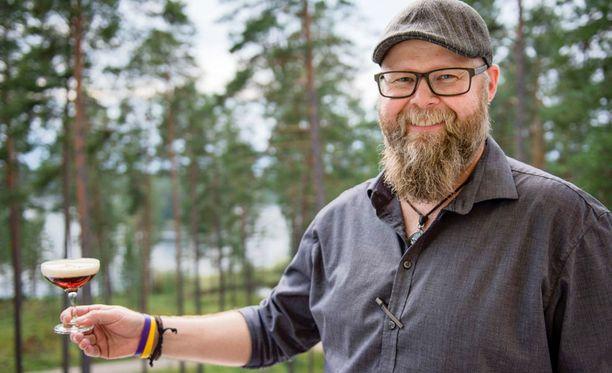 Hotelli Punkaharjun baarimestari Juha Konttinen kehitteli hotellinjohtaja Saimi Hoyerin toiveesta uuden cocktailin.