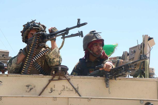 Sadat tuhannet afganistanilaiset ovat joutuneet pakenemaan kodeistaan viime aikojen taisteluiden takia, kertoo uutistoimisto AFP.
