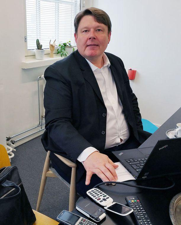 Ikäihmiset ovat teknologian kannalta todella kiinostavia, Doron maajohtaja Kai Seppälä sanoo. Osa on kiinnostunut digiasioista hyvinkin paljon, osa ei lainkaan.