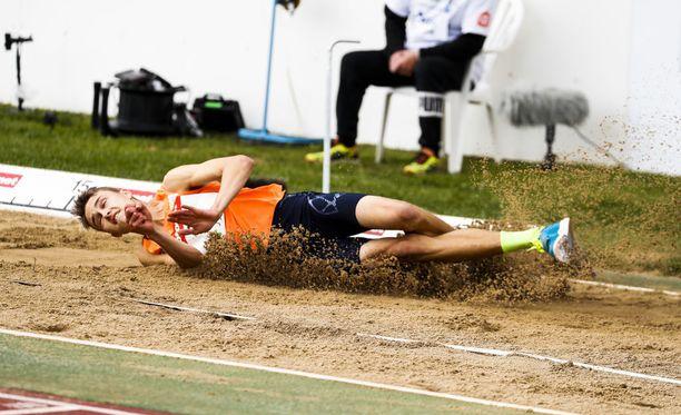 Simo Lipsanen voitti Kuortaneen juhannuskisat tuloksella 16,62.