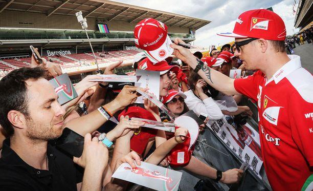 Räikkönen piti huolta, että lippis palautui oikeaan osoitteeseen.
