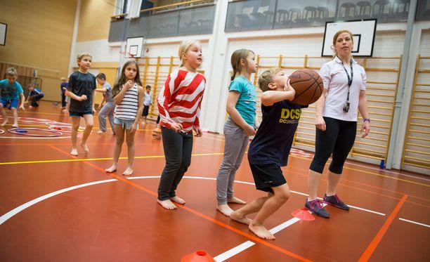 Donna Suomen ohjaamassa liikuntakerhossa lapset saavat itse päättää ohjelmasta.