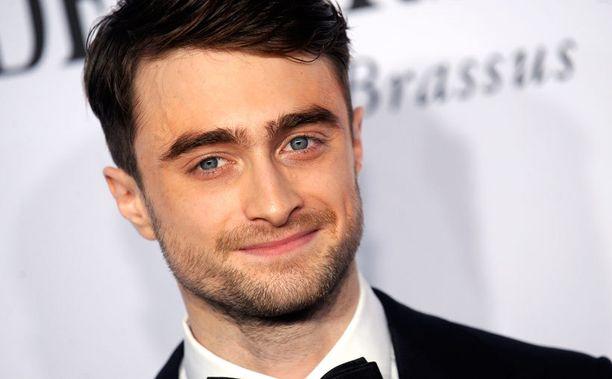 Daniel Radcliffe hallitsee espanjan kielen, Potter taas puhuu kärmeskieltä.
