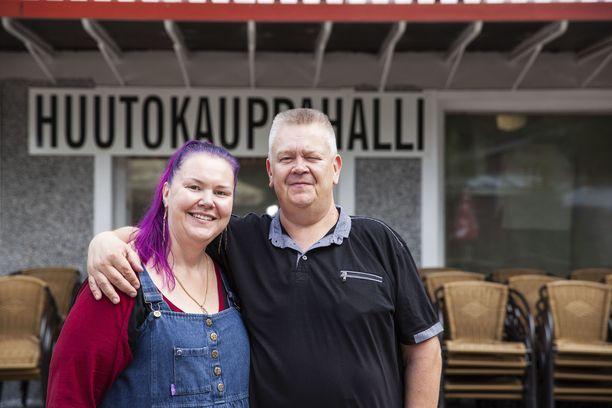 Heli ja Aki Palsanmäki ovat avanneet huutokaupan arkeaan tv-katsojille vuodesta 2013 lähtien.