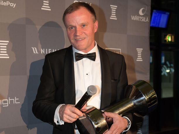 Tommi Mäkinen sai muiden rallimestareiden tavoin arvokkaan kunnianosoituksen, kun hänen nimensä lisättiin Kansainvälisen autourheiluliiton kunniagalleriaan. Viime vuoden Urheilugaalassa Mäkinen palkittiin Suomen urheilun lähettiläänä.