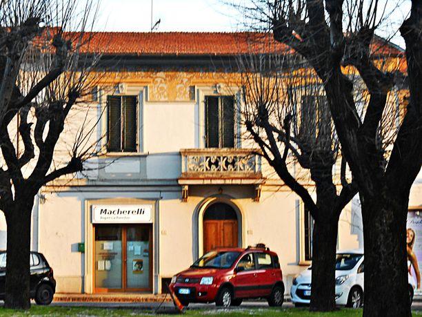 Uhri asui Calenzanossa.