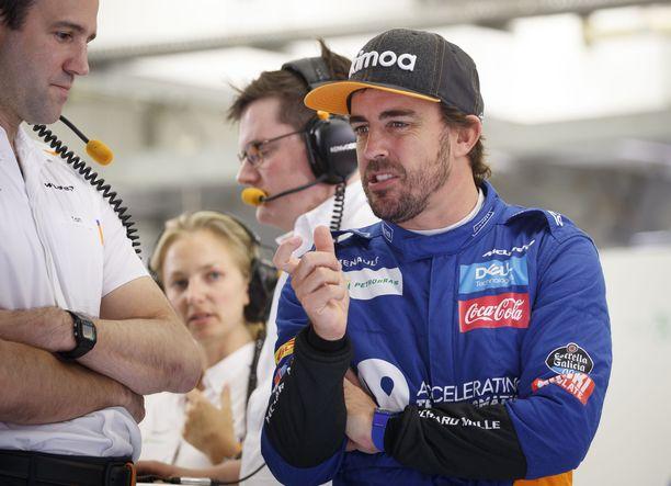 Fernando Alonso kävi testaamassa McLarenin F1-autoa Bahrainissa.