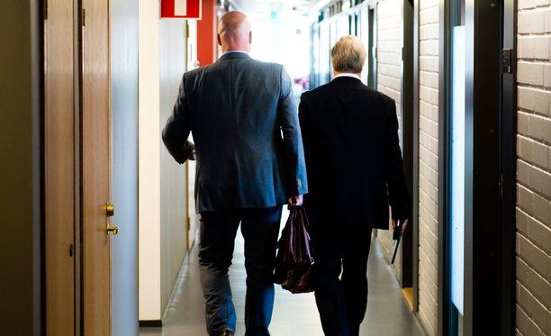 Antti Palola ja Sture Fjäder on usein yhdessä nähty parivaljakko. Nyt heidän intressinsä ovat menneet pahasti ristiin.