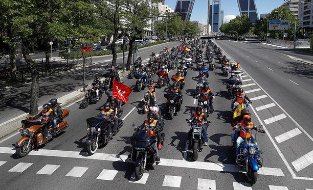 Yli 1 500 Harrikkakuskia otti osaa paraatiin toukokuussa Madridissa.