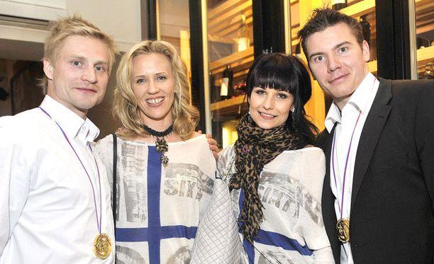 Niko Kapanen ja Jarkko Immonen saivat vaimot seurakseen kultajuhliin viime vuonna.