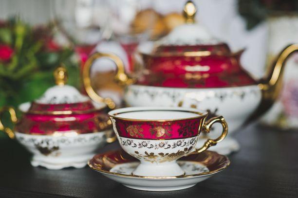 Iso-Britannia on tunnettu rikkaasta teekulttuuristaan. Kuvituskuva.