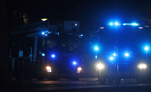 Helsingin Hakuninmaan Kovelipolulla syttyi autiotalo palamaan maanantaina illalla. Kuvituskuva