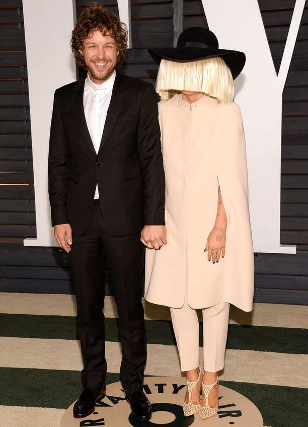 Erik Anders Lang ja Sia saapuivat Vanity Fair -lehden Oscar-jatkoille.