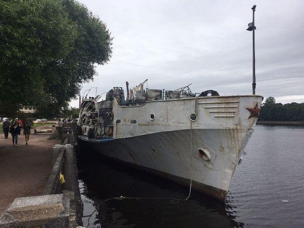 Palaneesta laivasta jäi paikoittain jäljelle vain vääntynyttä terästä.