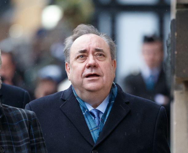 Alex Salmond kuvattiin oikeustalon edessä 9. maaliskuuta.
